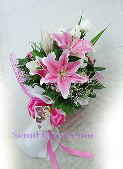 2051  Bouquet of Lilies