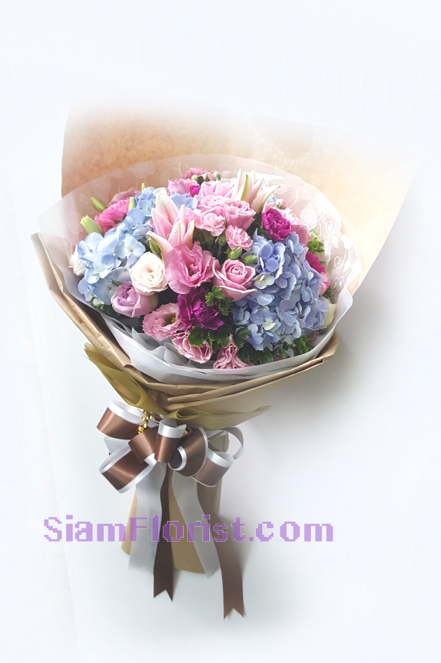 1130. Bouquet of Mixed Flowers..click for detail