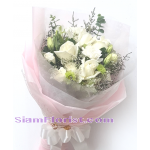 01767 Bouquet of white flowers