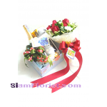 NY1082 Gift set with bouquet of roses.