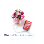 2513  Bouquet of Roses  and Chocolates  click for detail